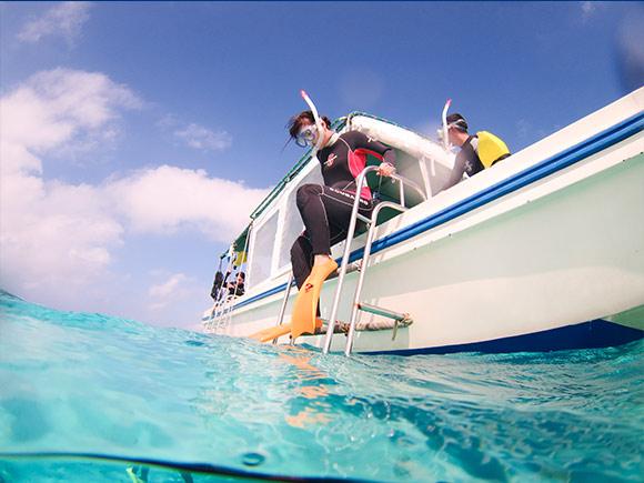 ポイントを移動して船上でシュノーケリング講習後、いよいよ!