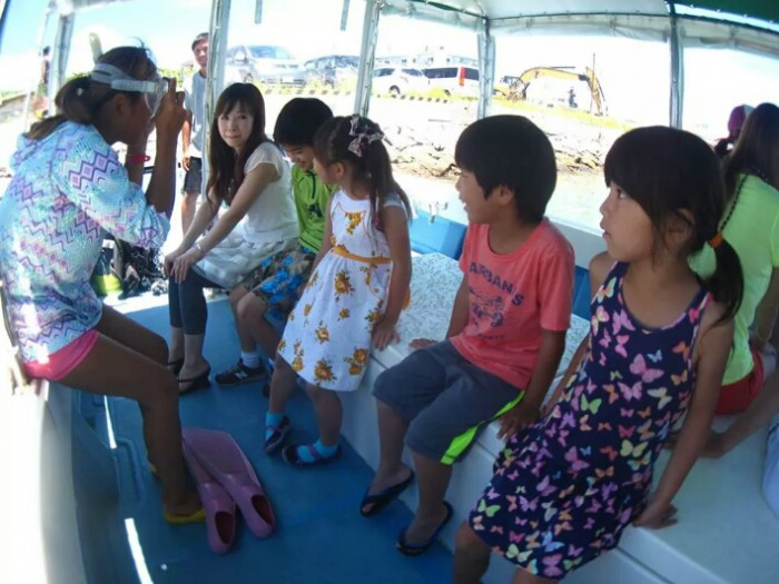 船の上でシュノーケリング講習もバッチリします!