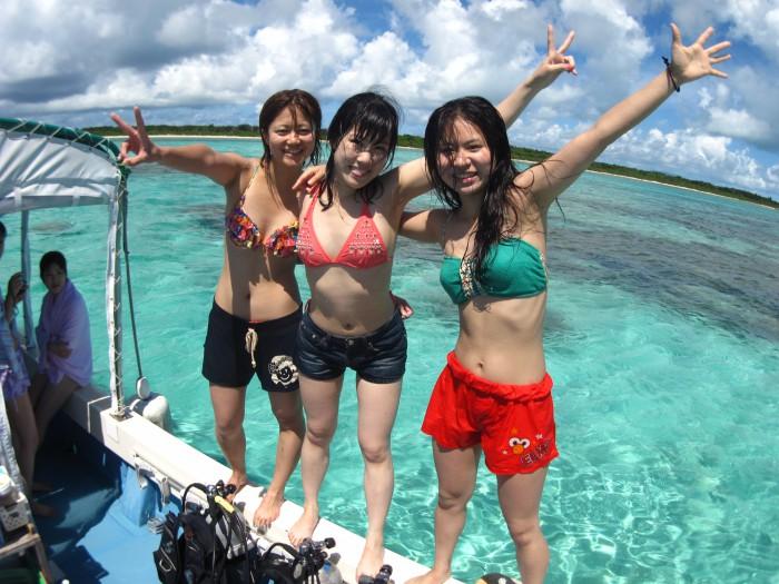 体験ダイビング後は海に飛び込んだり